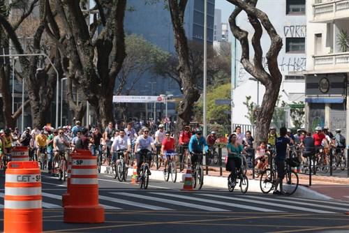 Ciclistas e pedestres prestigiam inauguração da ciclovia na Avenida Bernardino de Campos