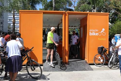 Implantação de bicicletário em parceria com o banco Itaú, na Praça dos Arcos; local também conta com espaço gastronômico